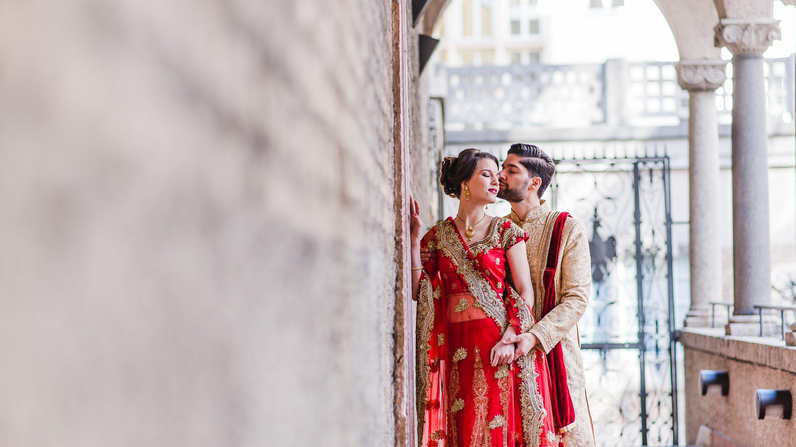 Verliebtes Ehepaar in indischem Gewand in München