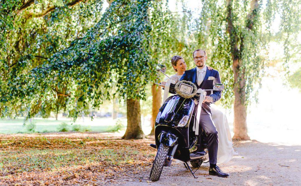 Professionelle Hochzeitsreportage fotografiert von Jung und Wild design - Hochzeit im Bamberger Haus im Luitpoldpark in München