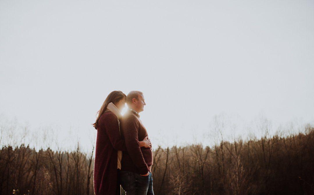 Herbstliebe im Wald – Engagementshoot mit Lisa & Gabriel