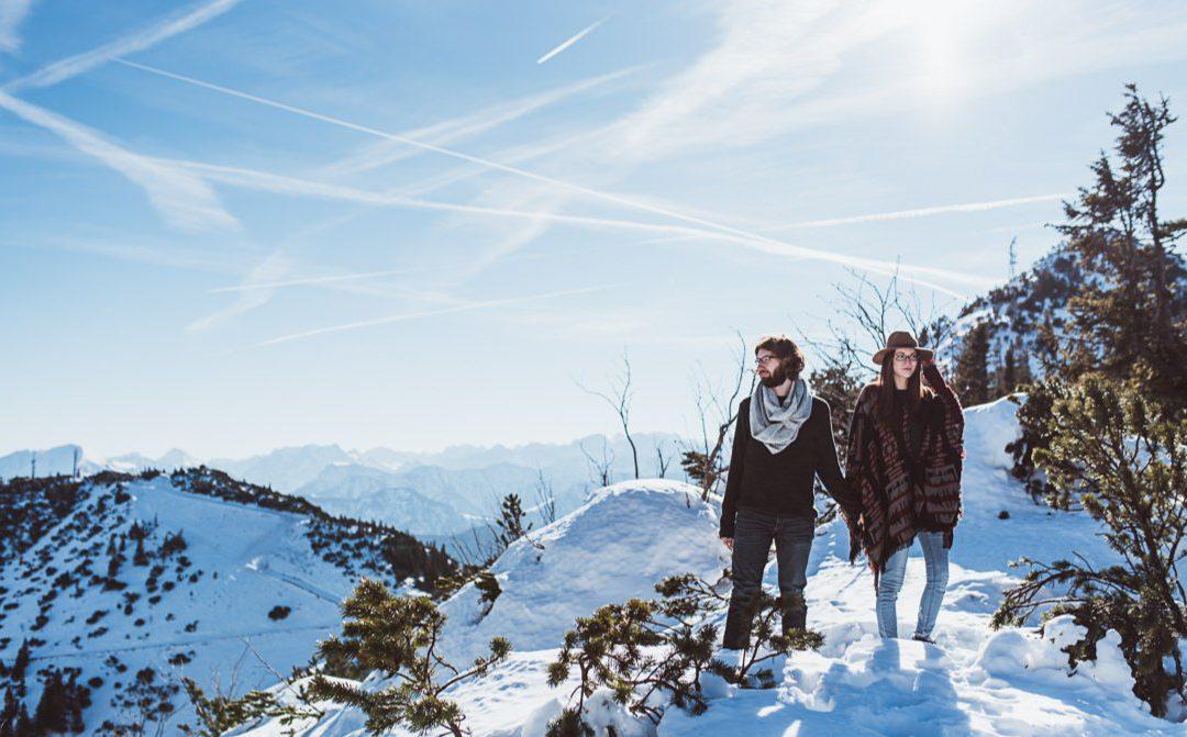 Im Schnee versunken – Coupleshoot in den bayerischen Alpen