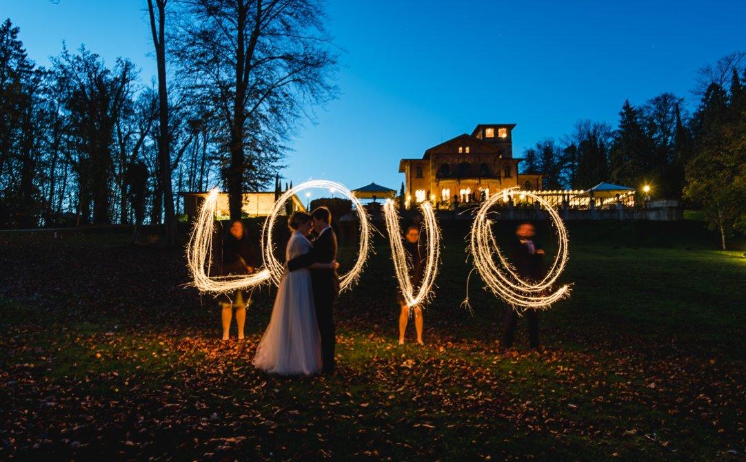 Herbsthochzeit im LaVilla am Starnberger See bei München, Lichtmalerei mit Sternenwerfern, Jung und Wild design