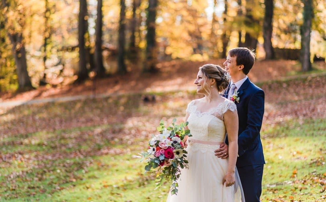 Hochzeitsportraits am Starnberger See im LaVilla, Weddingshoot mit Sonne im Herbst, Jung und Wild design, Starnberger See
