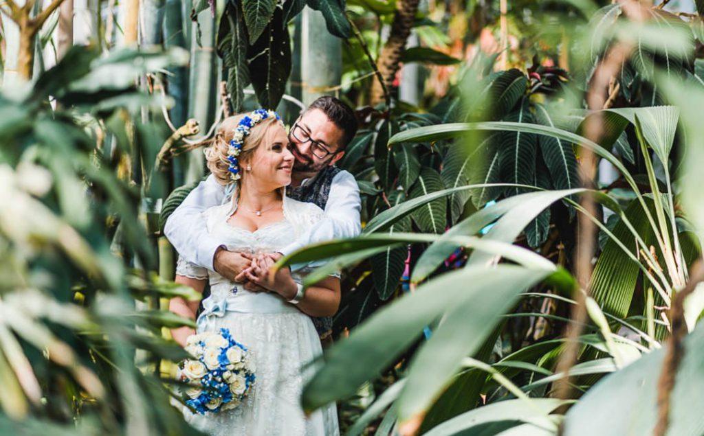 Bayerische Hochzeit in Tracht in Blau-Weiß mitten in München von Jung und Wild design