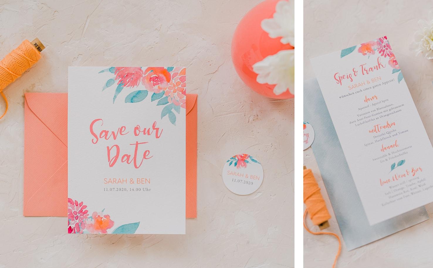 Produktfotografie für Farbgold: Flatlays von Hochzeitspapetrie Designs in der Pantone Farbe 2019: living coral