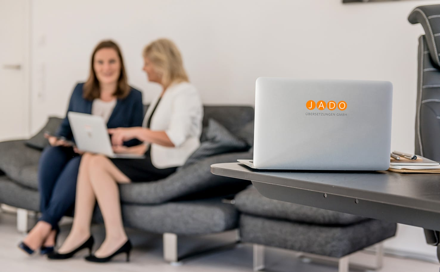 Jung und Wild design - Webdesign, Fotografie und Grafikdesign aus einer Hand - Rebranding von Jado Übersetzungen GmbH, Businessportraits, Webentwicklung & Logodesign