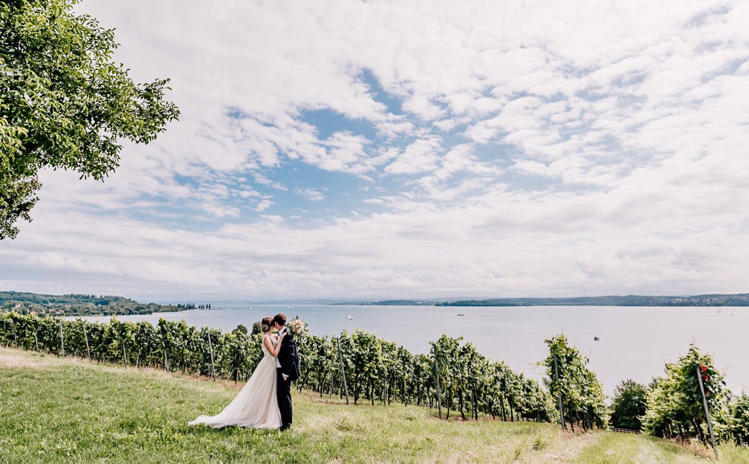 Jung und Wild design - Hochzeitsreportage am Bodensee, Standesamthochzeit in Überlingen, Hochzeitsfotografin in Bayern, München, Ingolstadt, Augsburg, Landshut